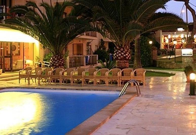 Apartamentos Tres Torres, Playa de Palma, Medence