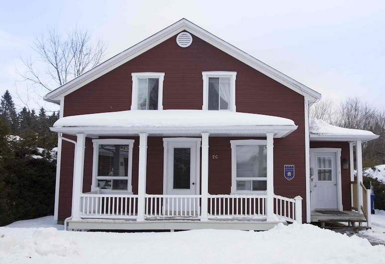 La Maison Clarence, Baie-St-Paul, Front of property