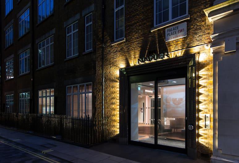 The Nadler Victoria, London, Außenbereich