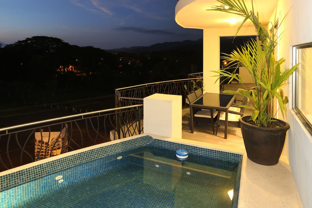 Indian Ocean Penthouse, 3 Bedrooms, 3 Bathrooms, Kitchen & 2 plunge pools - Jetted Tub