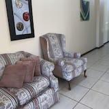 Deluxe Apartment, 1 Bedroom, City View, Ground Floor - Living Area