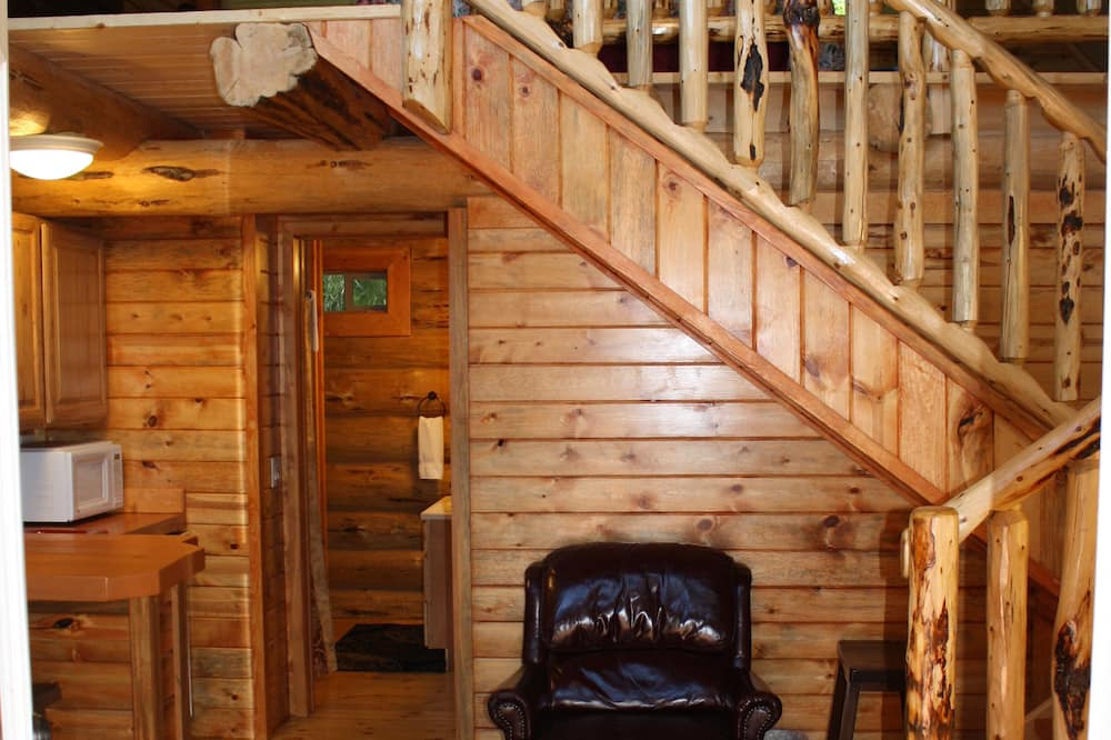Exclusive Chalet, 2 Bedrooms, Kitchenette, Mountain View - Living Area