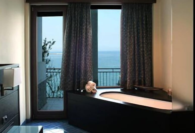 Hotel La Lucertola, Vietri sul Mare, Chambre Supérieure Double ou avec lits jumeaux, 1 lit double ou 2 lits jumeaux, vue mer, Baignoire profonde
