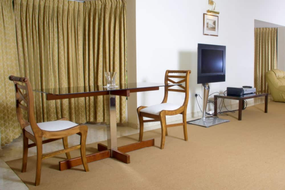 Deluxe Double Room, 1 King Bed - In-Room Dining