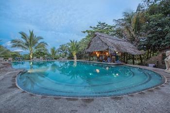 Picture of Popa Paradise Beach Resort in Punta Laurel