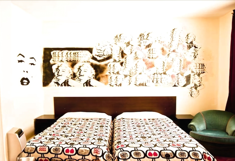 las musas hostel, Madrid, 1 bed in a shared twin room , shared bathroom, Chambre