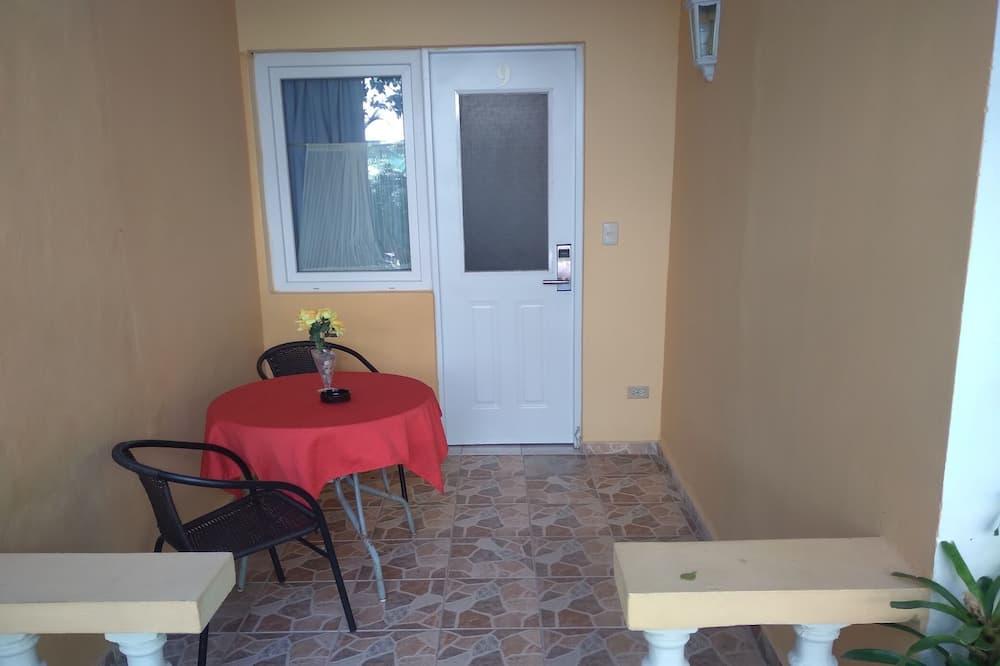 Basic Single Room, 1 Queen Bed - Balcony