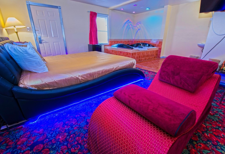 Presidential Inn & Suites, Matteson, Presidential Suite, 1 King Bed, Hot Tub, Guest Room