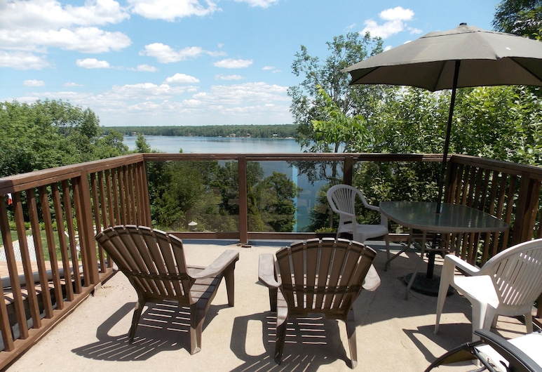 Woodhaven Country Lodge, Trent Lakes, Suite, 2 Quartos, Vista Lago, Terraço/Pátio Interior