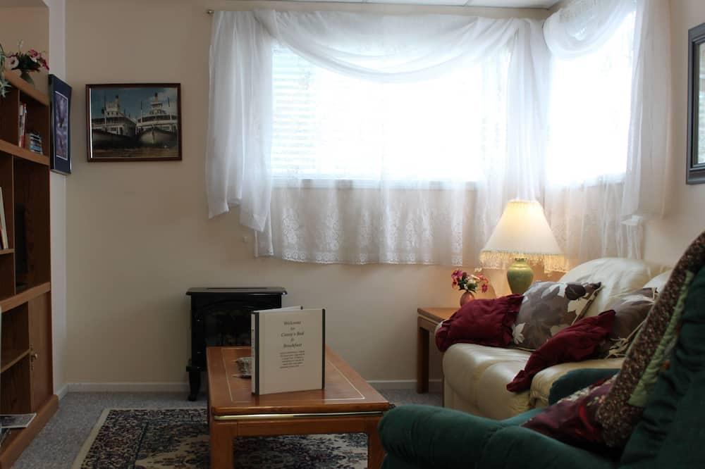 Suite, Shared Bathroom (Tatshenshini) - Living Room