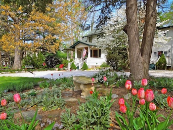 Picture of Oakland Cottage Bed & Breakfast in Asheville