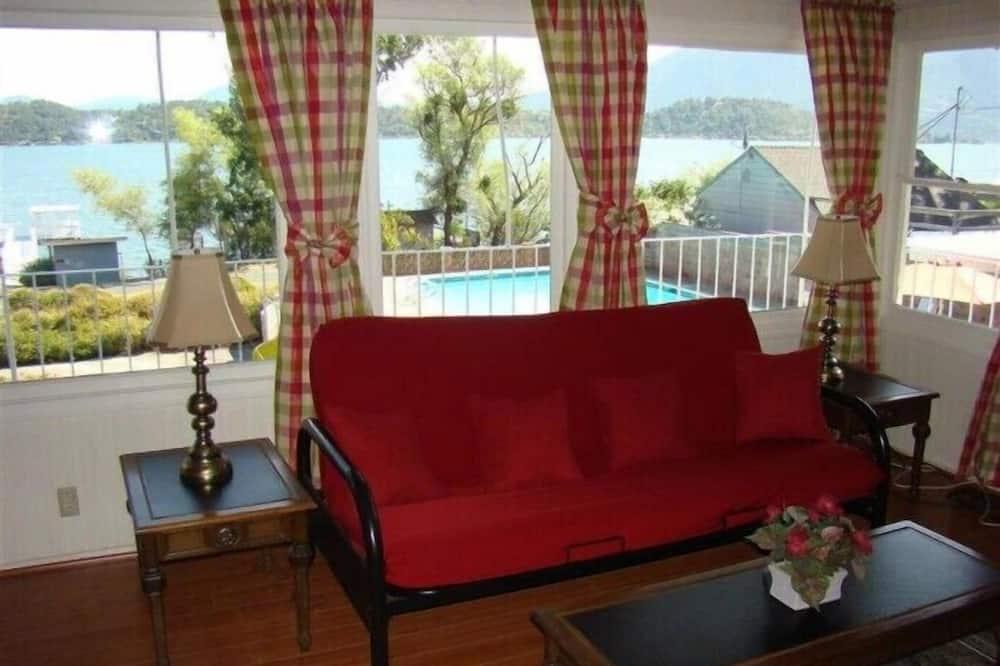 Room, 2 Bedrooms (Veranda) - Living Area