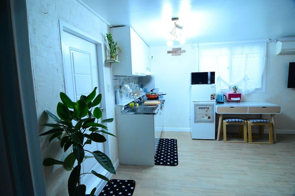 ファミリー トリプルルーム - 室内のダイニング
