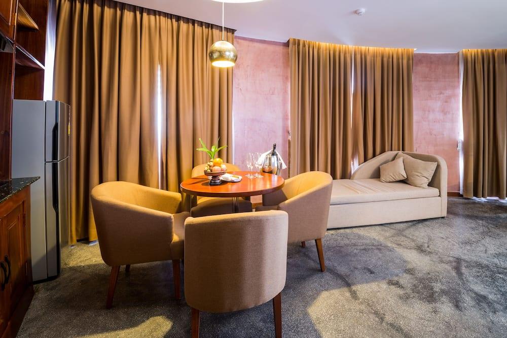 Executive Suite - River View (Corner) - Oturma Odası