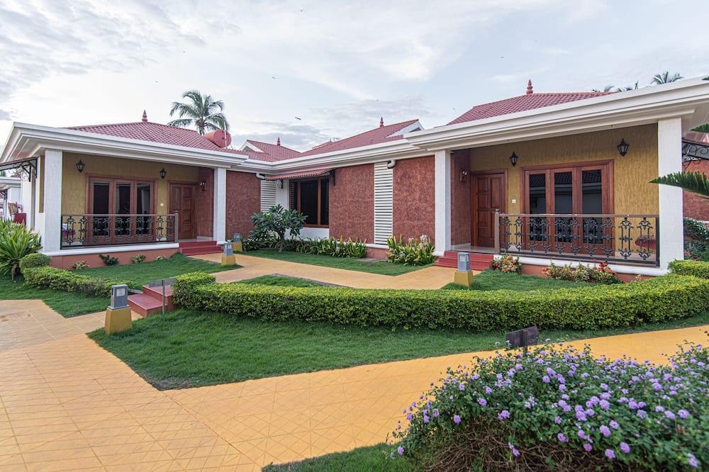 Deluxe Cottage - Garden View