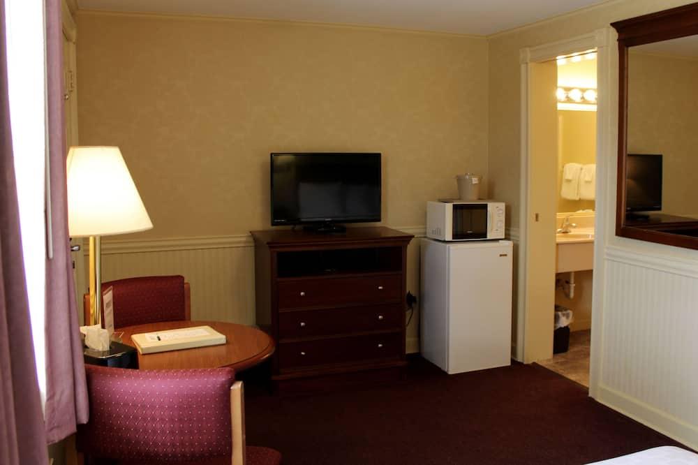 غرفة عادية - سرير كبير - منطقة المعيشة