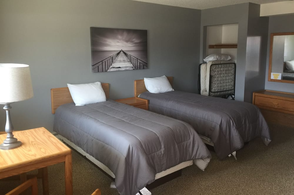 Motel Room - 2 Twin Beds - Guest Room