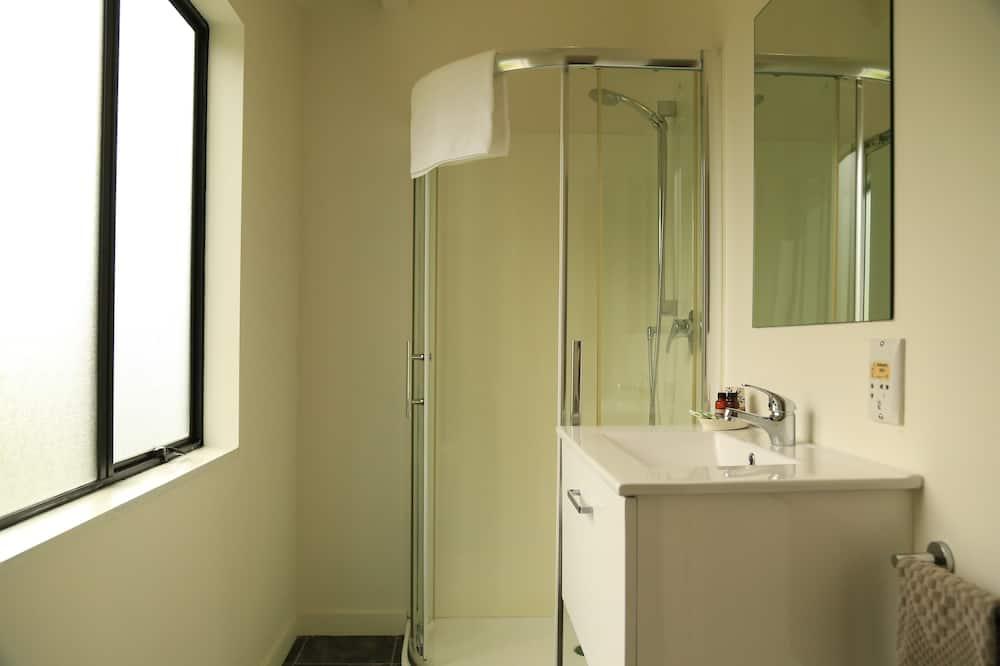 Executive Studio Suite - Bathroom