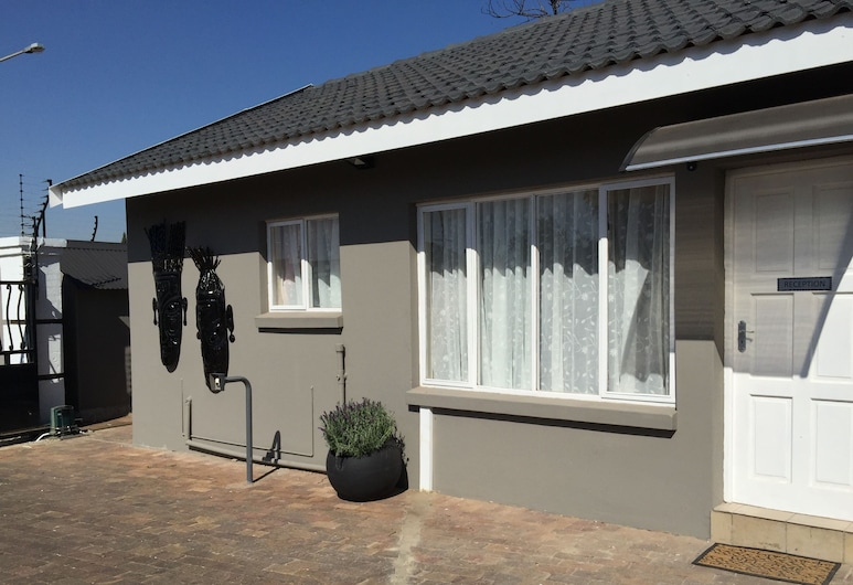 Leika Airport Lodge, Kempton Park, Front of property