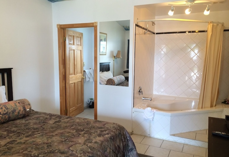 Holiday Motel, Orillia, Standard Room, 1 Queen Bed, Jetted Tub, Guest Room