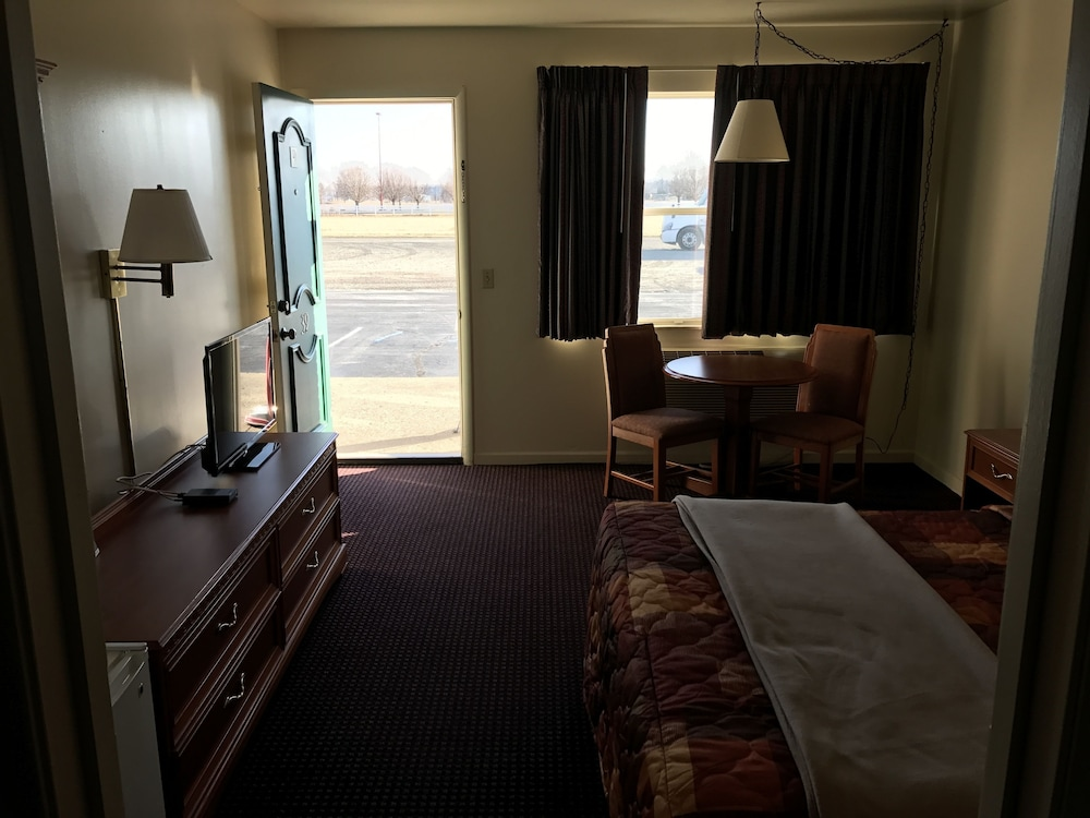 Budget Inn Daleville Clic Room 1 Queen Bed Guest