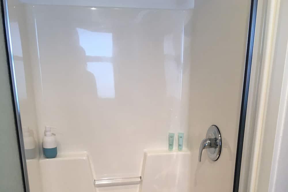 חדר דה-לוקס, מיטת קינג - מקלחת בחדר הרחצה