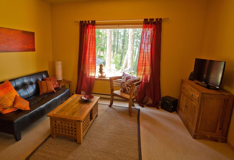 Cozy Cottage with Beautiful Lake Views, גריי קריק, קוטג', סלון