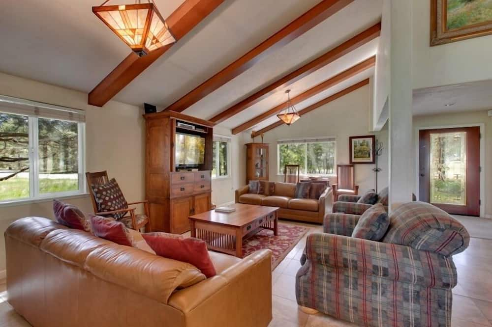 House, 4 Bedrooms - Living Area