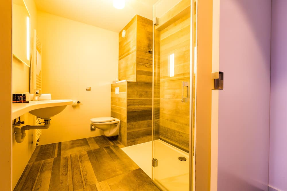 Habitación superior con 2 camas individuales, con acceso para silla de ruedas - Baño