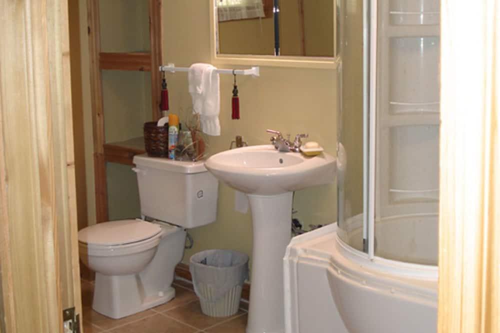 Szoba, 1 queen (nagyméretű) franciaágy, közös fürdőszoba (Charmeuse) - Fürdőszoba