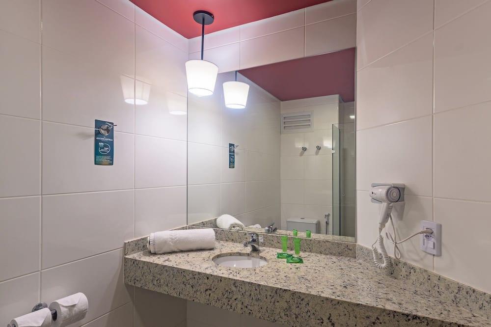 TWC – 2 Sgl Beds Std - Bathroom