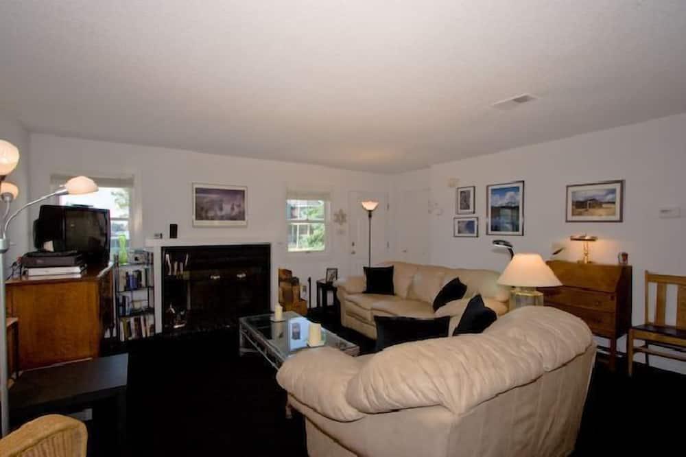 Dom, 3 spálne, orientovaný smerom k jazeru - Obývačka