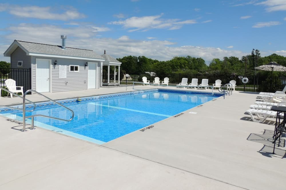 Vacation Home 15, 5 Bedrooms - Outdoor Pool