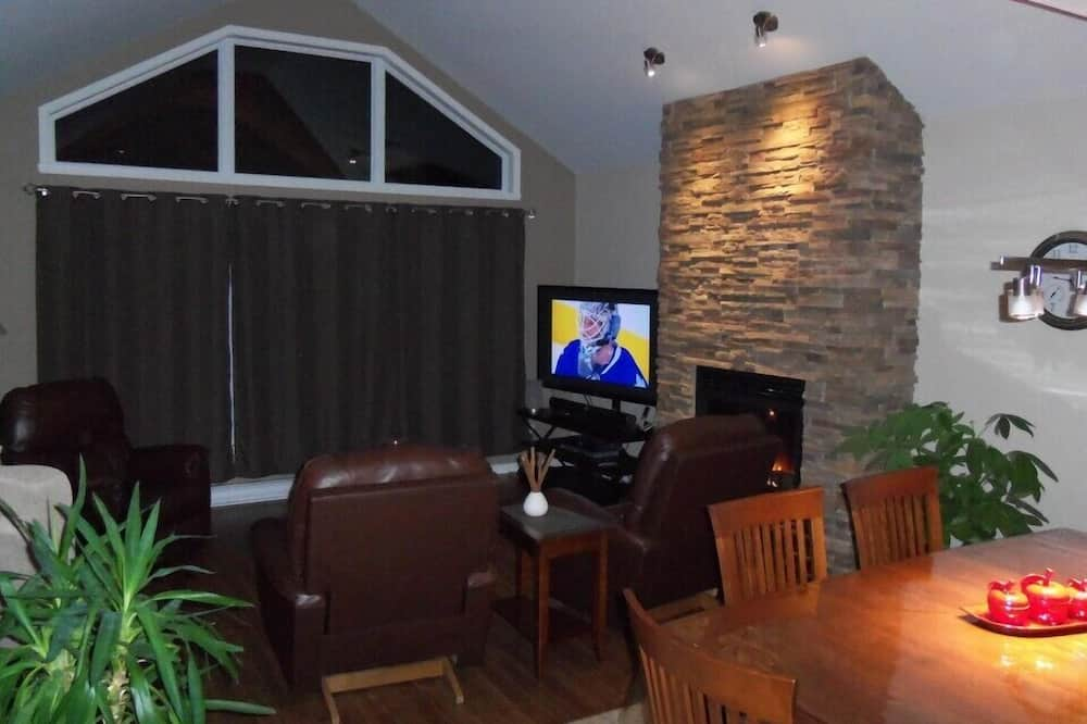Cottage, 4 Bedrooms - Living Area