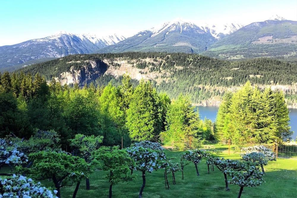 كوخ رومانسي - سرير كبير - بمدفأة - منظر للجبل