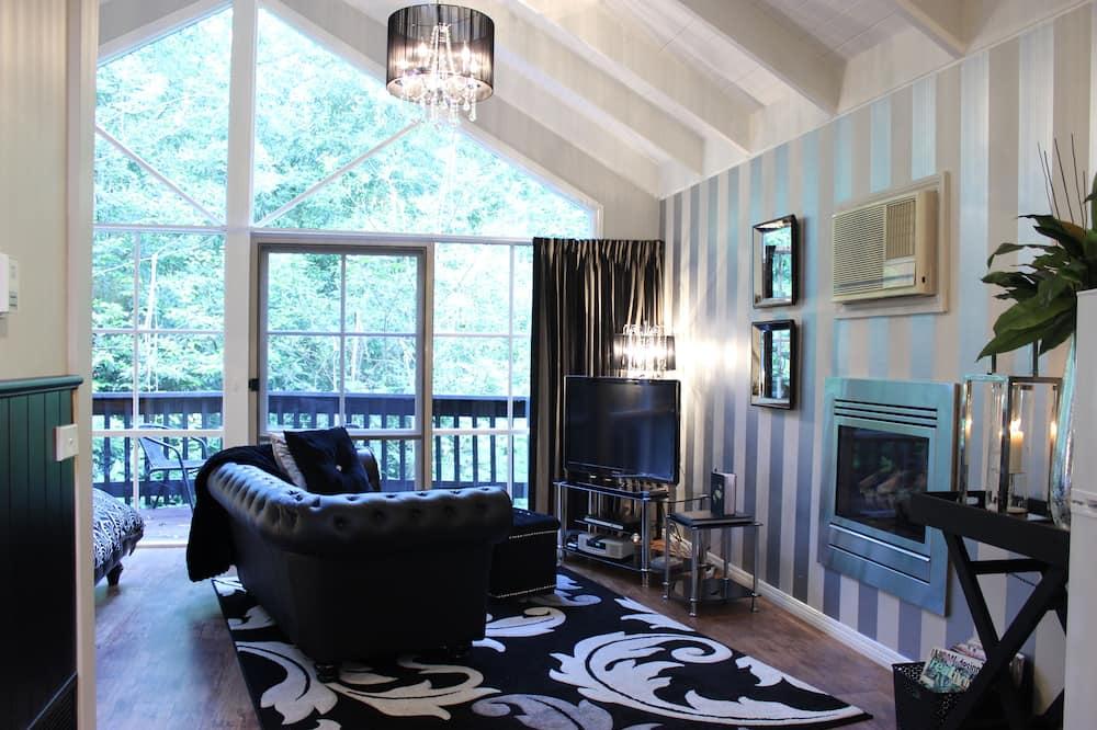 Fleur De Lis Cottage - Living Area