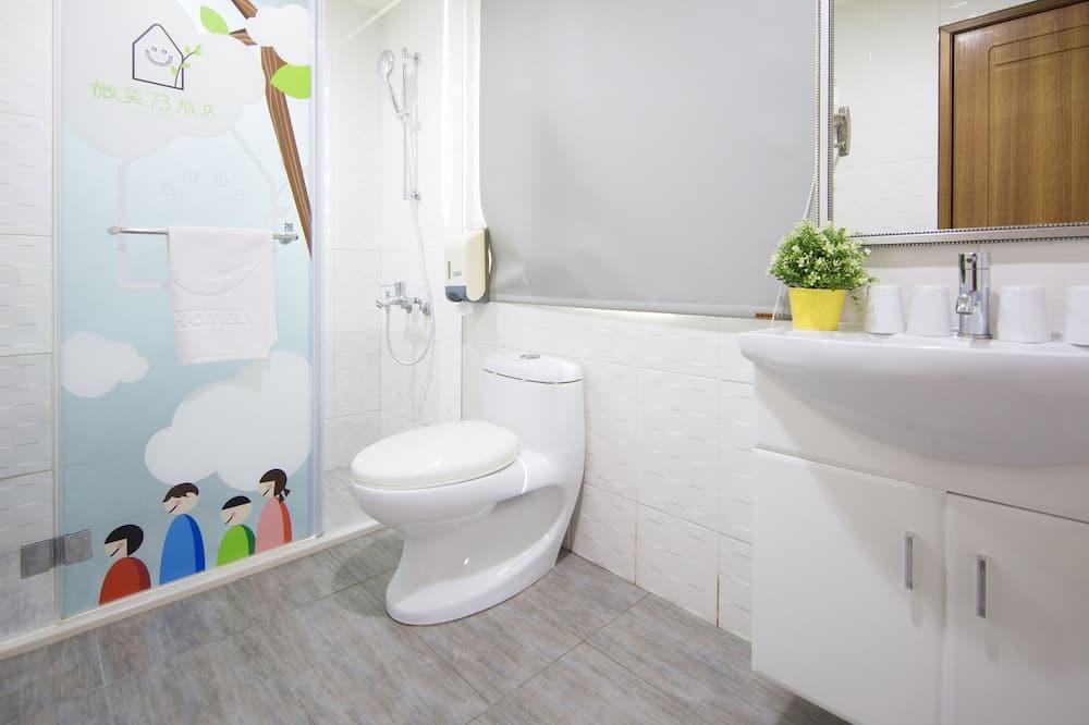 Pagerinto tipo keturvietis kambarys - Vonios kambarys
