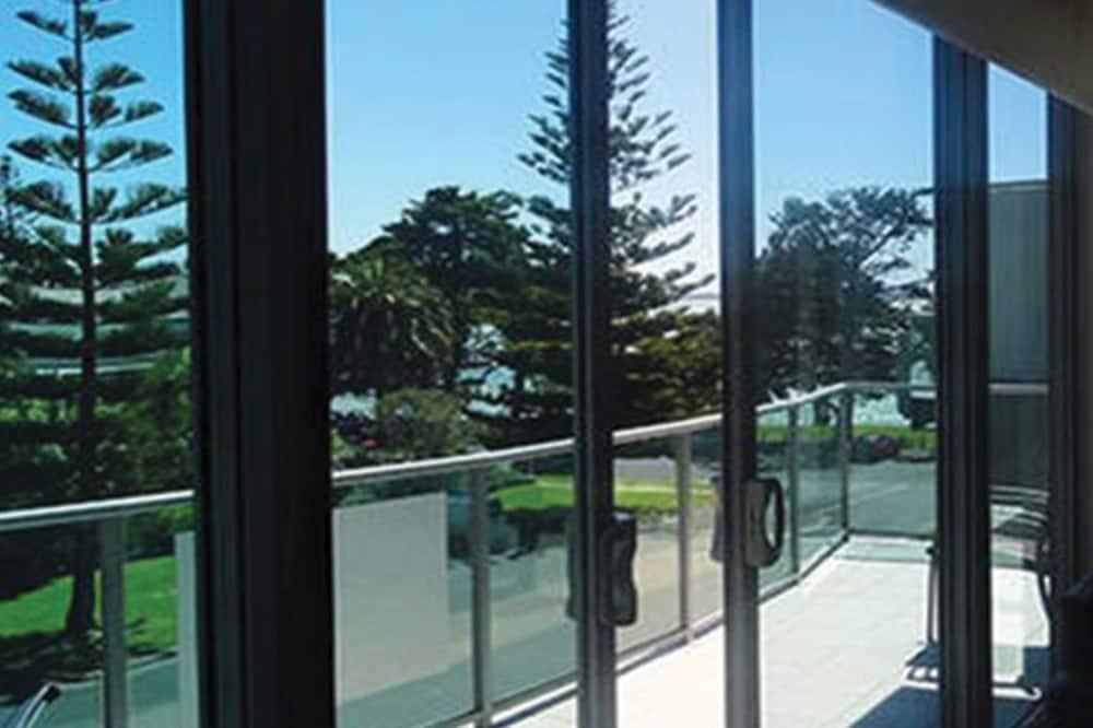 Departamento ejecutivo, 2 habitaciones, balcón, con vista parcial al mar - Balcón
