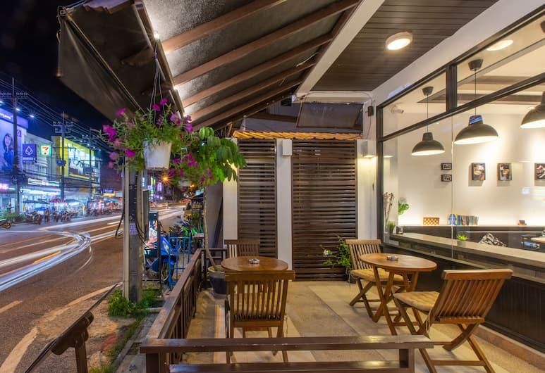 Enjoy's Beach House Karon, Karon, Terrace/Patio