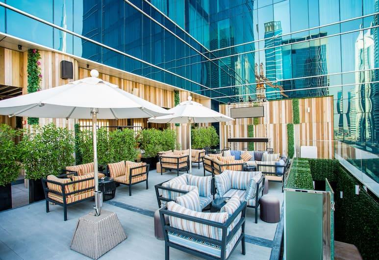 Steigenberger Hotel Business Bay, Dubai, Dubajus, Baras prie baseino