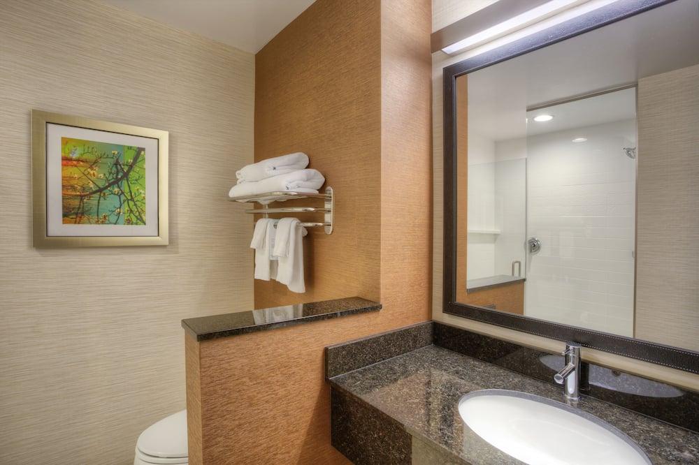 Executive Suite, 2 Queen Beds, Non Smoking - Bathroom