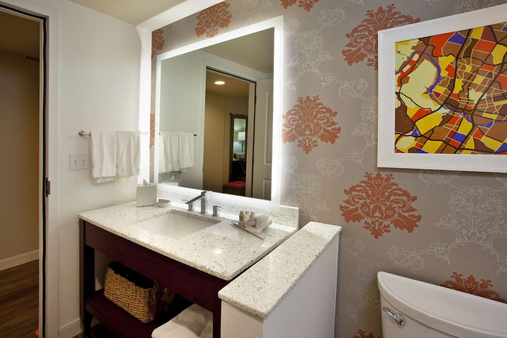 Oda, 2 Çift Kişilik Yatak, Sigara İçilmez - Banyo