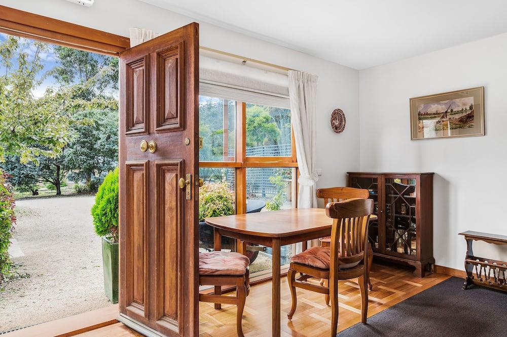 Doppelzimmer zur Einzelnutzung, 2Schlafzimmer, Gartenblick, zum Garten hin - Wohnzimmer