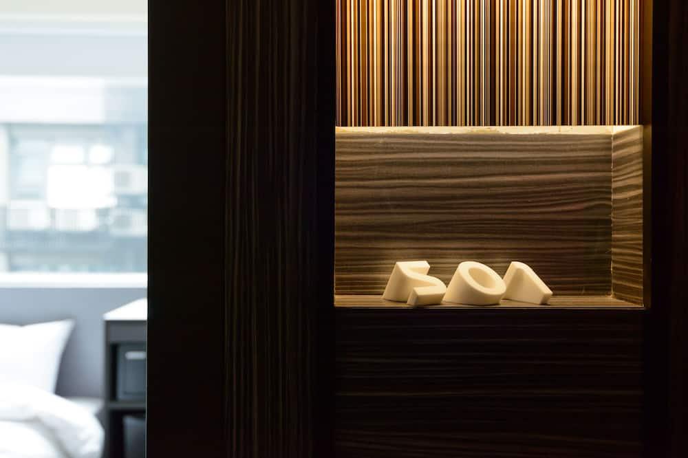 Standarta numurs, 2 vienguļamās gultas, koplietojuma vannasistaba (with Window) - Viesu numurs