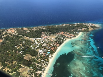 Picture of West Bay Colonial in Roatan