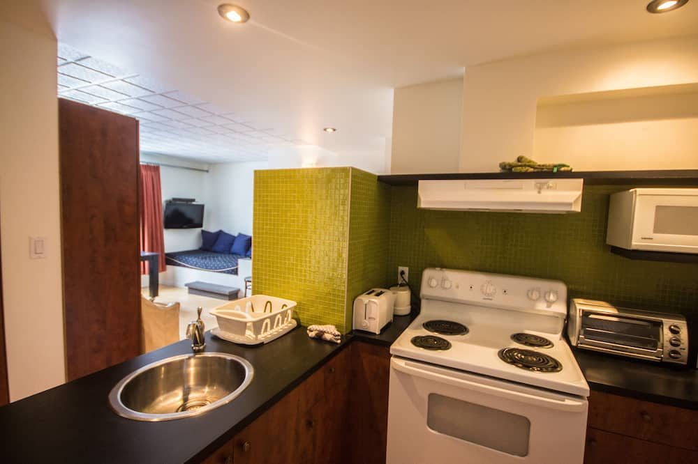 Grand Studio , Adjacent Building ,1 Double Bed & 1 Murphy Double Bed , Kitchenette - In-Room Dining