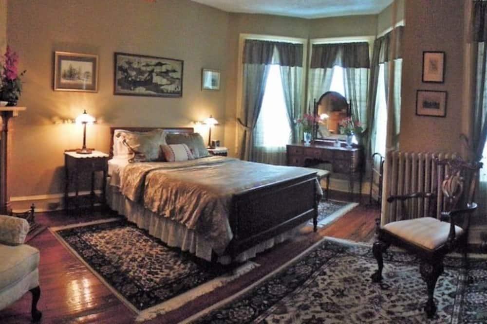 Classic Room, 1 Queen Bed, Fireplace (Wilson Room) - Guest Room