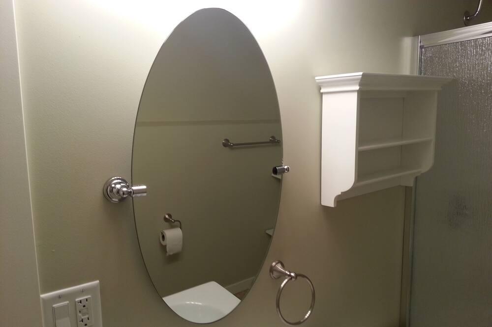 Suite, 3 Bedrooms, 2 Bathrooms - Bathroom