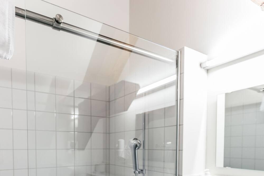 Keturvietis kambarys - Vonios kambarys