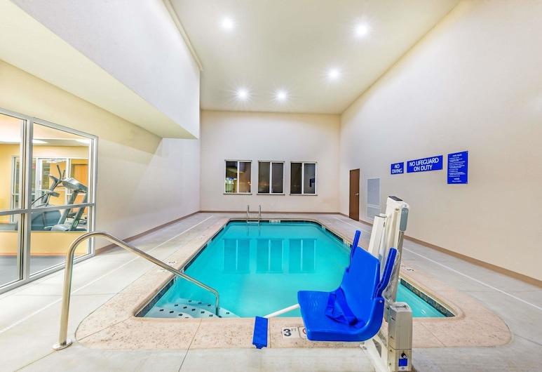 Days Inn & Suites by Wyndham El Dorado, El Dorado, Piscina
